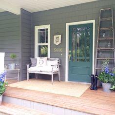 Little Farmstead: Farmhouse Porch