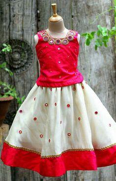 Frocks For Girls, Little Girl Dresses, Girls Dresses, Kids Dress Wear, Kids Gown, Kids Ethnic Wear, Kids Blouse Designs, Kids Dress Patterns, Kids Lehenga
