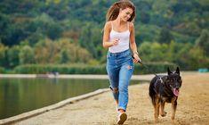 ... det spurgte journalist Mette Bennike professor Bente Klarlund Pedersen om. Heldigvis sagde hun ja. Og det blev til en snak om, hvorfor det er så sundt at gå. Om, hvordan man kommer i gang. Og om hendes nye bog, der netop handler om at gå - og dermed rammer ned i en af tidens hotteste trends. Summer Dog, Summer Beach, Runners High, Alter, Play, Dogs, Beauty Websites, Skin Care, Women