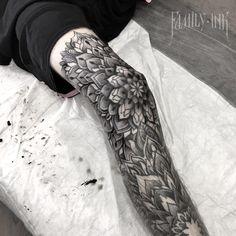 Спасибо , Кирилл !  Колено ! #familyink #familyinktattoo #txttooing #onlyblackart #darkartists #blacktattoomag #tattoos #tattooartist #blacktattooart #tattooed_body_art #tattooculturemagazine #tattooisartmagazine #TattooistArtMag #tattoo_art_worldwide #blackndark #bw #btattooing #engraving #tattoorussia #Equilattera #russiantattoo #skinartmag #blackworkerssubmission #tattooins #vladbladirons #vbi #hydraneedles #eikondevice