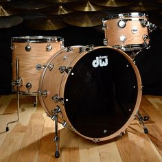 DW Pure Oak series 3 piece kit in the natural hard satin finish, which features a beautiful smooth oak wood grain. Sizes are 13x9, 16x16 floor tom, and a 24x14 bass drum. The shells are all pure North