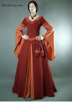 The colors of this gown are as bright as the people of Merad will wear. Anything brighter than this is considered gaudy.
