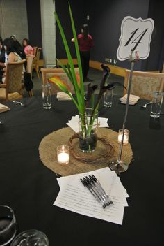 DIY wedding centerpieces like the circle but needs more , white table linen too