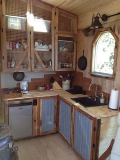 Kevin Copeland recently shared his hand-built tiny house on wheels at Tiny House Swoon, and it's packed with so much character I had to share it with you. Read moreA One Of A Kind Tiny House Packed With Rustic Chic Design Finishes Rustic Kitchen Cabinets, Rustic Kitchen Decor, Rustic Decor, Kitchen Country, Rustic Cabinet Doors, Rustic Cabin Kitchens, Farmhouse Cabinets, Cupboard Doors, Open Cabinet Kitchen