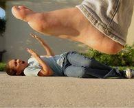 Giant foot illusion