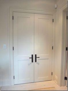 black hinge and handle. shaker door