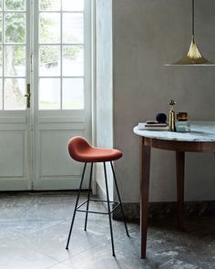 Gubi Semi Ø 47 Pendelleuchte kupfer Gubi Bar Chairs, Bar Stools, Room Chairs, Interior Bohemio, Interior And Exterior, Interior Design, Design Interiors, Chaise Bar, Suspension Design