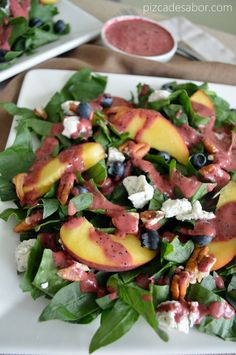 Summer salad with peach, blackberries, spinach & blackberry dressing Raw Food Recipes, Veggie Recipes, Mexican Food Recipes, Salad Recipes, Vegetarian Recipes, Cooking Recipes, Healthy Recipes, I Love Food, Good Food
