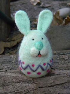 Easter Happy Bunny-Egg - Needle felted Home decor ornament - Easter Easter Projects, Easter Crafts, Needle Felted Animals, Felt Animals, Felt Diy, Felt Crafts, Felt Bunny, Easter Bunny, Needle Felting Tutorials