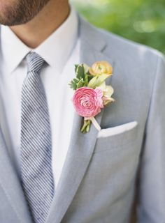 The groom's boutonniere is one of the few accessories for the groom. The small boutonniere declares the identity of the groom. The groom's boutonniere should be based on simplicity and smallness. Remember, the boutonniere and Read more… Boutonnieres, Groom Boutonniere, Ranunculus Boutonniere, Yellow Boutonniere, Wedding Groom, Wedding Suits, Wedding Attire, Wedding Couples, Groom Attire