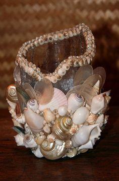 Вазочка, декорированная ракушками