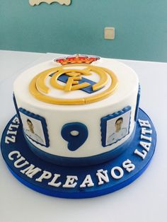 Real Madrid cake Cupcakes, Cupcake Cookies, Bolo Real Madrid, Soccer Birthday Cakes, Sports Themed Cakes, Sport Cakes, Cakes For Boys, Birthdays, Baking