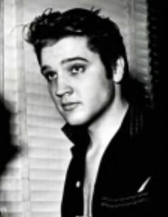 A very young looking Elvis, so sexy and understated