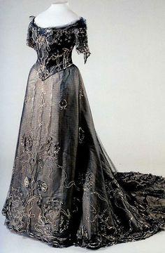 Платье дизайнера Ламановой