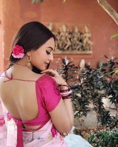Sonakshi Sinha who made heads turn with her ravishing simple look Rajjo, conquering millions of hearts in Dabang Franchise, kick-starts shoot for Dabangg Beautiful Saree, Beautiful Indian Actress, Beautiful Actresses, Bollywood Actress Hot, Bollywood Stars, Bollywood Oops, Bollywood Fashion, Sonakshi Sinha Saree, Kareena Kapoor