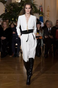 Vanessa Seward Fall 2018 Ready-to-Wear Fashion Show Collection: See the complete Vanessa Seward Fall 2018 Ready-to-Wear collection. Look 29