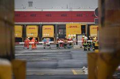 Ottendorf-Okrilla - ABC-Großalarm: Stechende Flüssigkeit aus Paket ausgetreten http://www.lr-online.de/nachrichten/sachsen/Alarm-am-Paketzentrum-Ottendorf-Okrilla;art1047,5411998