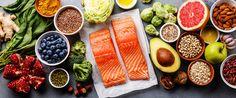 Abnehmerfolge von Stars sorgen für Schlagzeilen: Mit der Sirtfood-Diät werden erstaunliche Ergebnisse erzielt. Wie funktioniert Sirtfood? Wir klären auf. Foods For Healthy Skin, Healthy Recipes, Healthy Food, Superfood, No Sodium Foods, Mind Diet, Arthritis Diet, Unhealthy Diet, Anti Inflammatory Diet