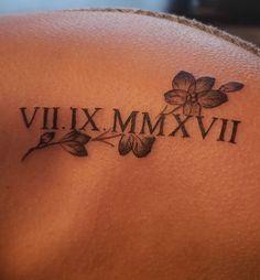30 tatouages en chiffres romains pour marquer une date importante tatouage tatouage. Black Bedroom Furniture Sets. Home Design Ideas