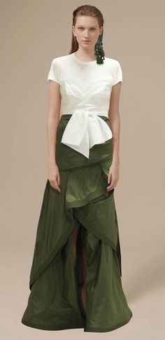 See all the Collection photos from Johanna Ortiz Spring/Summer 2017 Ready-To-Wear now on British Vogue Fashion 2017, Runway Fashion, Spring Fashion, High Fashion, Ethnic Fashion, Fashion Show Collection, Spring Collection, Look Cool, Marie