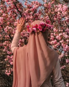 Hijab fashion - Image may contain one or more people, flower, plant and outdoor Arab Girls Hijab, Muslim Girls, Beautiful Muslim Women, Beautiful Hijab, Hijabi Girl, Girl Hijab, Hijab Outfit, Hijab Hipster, Niqab Fashion