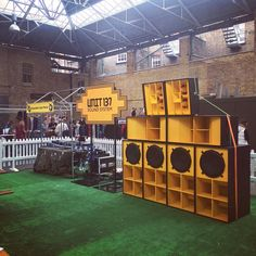 Unit 137 Soundsystem (London) // Foto: Instagram / hylu137  #soundsystem Dub Music, Reggae Art, Sound Studio, Speaker Design, Home Theater Design, Hifi Audio, Audio Speakers, Environment Design, Audio Equipment