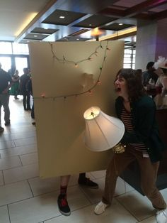 This is the first cosplay that I've seen done for Stranger Things so far and it's freakin' brilliant! It definitely set the bar high for any Stranger Things cos Costume Halloween, Cool Costumes, Cosplay Costumes, Costume Ideas, Halloween Ideas, Amazing Costumes, Circus Costume, Halloween Party, Stranger Things Fotos