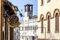 """""""Bottega"""": ... Buongiorno Perugia! Veduta del Centro Storico dall'ingresso del nostro locale. #L'OsteFilippoPeducci #LuigiAlfano #food #cuisine #wine #vino"""
