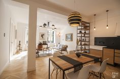 Proyecto #EtxeAndCo   Viva lo retro. Reforma integral para esta vivienda espaciosa y de techos altos. Cocina modular de diseño exclusivo. Proyecto con marcado estilo retro. #Interiorismo #CoachingInmobiliario #Reforma #SanSebastian #Donostia