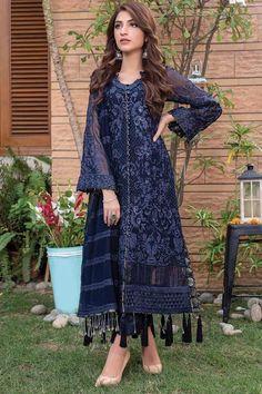 Latest Pakistani Dresses, Beautiful Pakistani Dresses, Pakistani Fashion Casual, Pakistani Dress Design, Pakistani Outfits, Muslim Fashion, Designer Party Wear Dresses, Kurti Designs Party Wear, Indian Designer Outfits