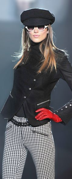 Betsey Johnson~I love the whole outfit especially the houndstooth trousers and Sargent Pepper's jacket! Plaid Fashion, White Fashion, Love Fashion, Womens Fashion, Classic Fashion, Casual Elegance, Casual Chic, Casual Wear, Tartan