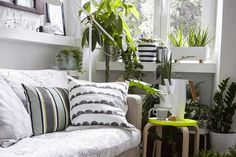 24 Smart and Stylish Ways to Decorate Empty Corners