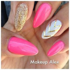 Pink and Gold Stiletto Nails! Come to Luxury Spa & Nails for all of your pamper. Pink and Gold Stiletto Nails! Fancy Nails, Trendy Nails, Cute Nails, Pink Stiletto Nails, Gold Glitter Nails, Coffin Nails, Gold Manicure, Bright Pink Nails With Glitter, Neon Pink Nails