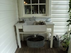 farmhouse sink outdoors for cleaning before going in