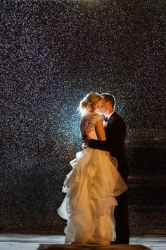 After Dark: 50 Gorgeous Nighttime Wedding Photos In the Rain Take advantage of a rainy wedding day for a stunning photo. Night Wedding Photos, Night Time Wedding, Wedding Pics, Dream Wedding, Wedding Ideas, Christmas Wedding Pictures, Night Wedding Photography, Trendy Wedding, Snowy Wedding