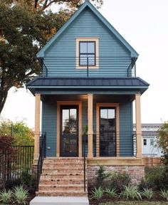 #FixerUpper and The Little House That Could--> hg.tv/4dw9d
