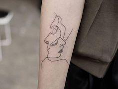 tatouage aile avant bras abstrait visage ligne rob green