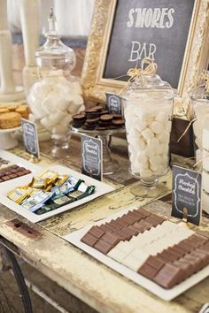 Birthday Decoration : Image : Description I love this idea of a S'mores Bar! Different types of chocolate and fillings, what a great idea for a party! Wedding Food Bars, Wedding Reception, Rustic Wedding, Budget Wedding, Reception Food, Diy Wedding, Nontraditional Wedding, Wedding Cakes, Wedding Snack Tables