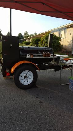 Matt sent us pics of his new hand made smoker, complete with Claude's Sauces on deck! Brisket Marinade, Bbq Brisket, Best Smoker, Bloody Mary Mix, Pizza Oven Outdoor, Homemade Bbq, Best Bbq, Refried Beans, Cool Kitchens