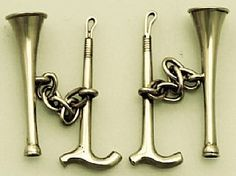 A fine and impressive pair of antique Victorian English 9 carat yellow gold cufflinks modelled in the form of a hunting horn and riding crop; part of the diverse collection of antique jewellery / estate jewelry at AC Silver  http://www.acsilver.co.uk/shop/pc/Cufflinks-in-9-ct-Yellow-Gold-Hunting-Horn-and-Crop-Antique-Victorian-35p4890.htm