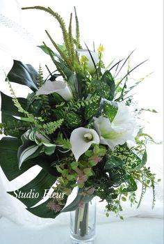 モンステラが主役のグリーンブーケ Silk Flower Bouquets, Silk Flowers, Plants, Flowers, Plant, Planting, Planets