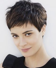 Women's uniform layer haircut