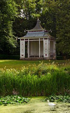 Pergola For Small Backyard Info: 1158857078 Garden Architecture, Garden Buildings, Garden Structures, Outdoor Structures, Residential Architecture, Deck With Pergola, Backyard Pergola, Gazebo, Pergola Kits
