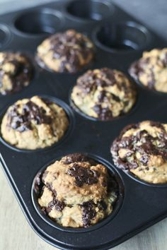 Chocolate oatmeal muffins – Baby and Mother Healthy Muffin Recipes, Healthy Food Blogs, Healthy Baking, Gourmet Recipes, Baking Recipes, Healthy Snacks, Snack Recipes, Dessert Recipes, Apple Recipes