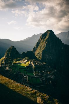 Sunrise over Machu Picchu in Peru:  Peru Itinerary including where to go, where to stay, and other helpful hints