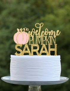 Mommy to be will love her little pumpkin baby shower! This custom cake topper is the perfect addition to your fall baby shower. Whether it's Grandma's famous sheet cake to the high end designer cake! It will look gorgeous in all your baby shower pictures. It adds that special wow factor to all your decorations. Baby Shower Fall, Fall Baby, Baby In Pumpkin, Little Pumpkin, Baby Girl Shower Themes, Baby Shower Cakes, Birthday Party Decorations, Baby Shower Decorations, Baby Shower Pictures