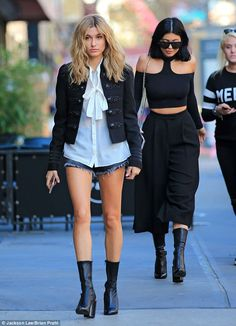 Kylie Jenner and Hailey Baldwin hang out on the set of model's NYC photoshoot | Daily Mail Online