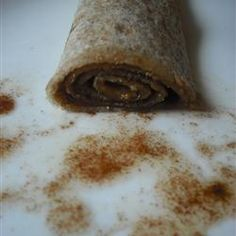 Cinnamon Sugar Tortilla Delight-s delicious super fast snack. Butter flour tortillas - sprinkle with cinnamon and sugar. Microwave for about 30 seconds. Tortilla Rolls, Tortilla Recipe, Tortilla Dessert, Just Desserts, Delicious Desserts, Yummy Food, Healthy Desserts, Mexican Food Recipes, Sweet Recipes