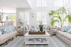 This beautiful home shows how to decorate your home in the Hamptons style with a classic Hamptons kitchen and living room filled with coastal decorating ideas Hamptons Decor, Die Hamptons, Hamptons Living Room, Hamptons Style Homes, Coastal Living Rooms, Living Room Decor, Hamptons Style Bedrooms, Style At Home, Room Interior