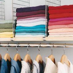 Put up shelf dividers for sweater storage and 30 other ideas for organizing closets. Master Closet, Closet Bedroom, Closet Redo, Entryway Closet, Rustic Entryway, Ideas Armario, Casa Clean, Sweater Storage, Ideas Para Organizar